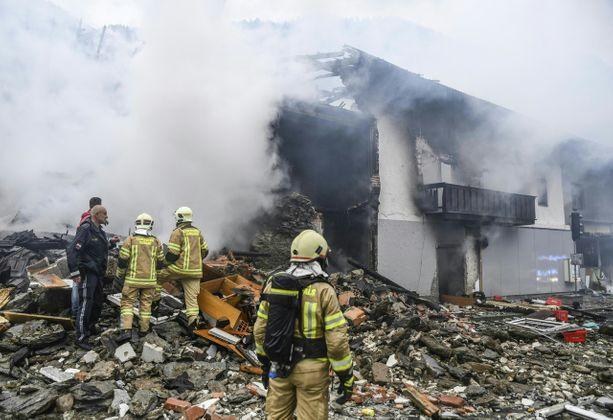 FW A12 Explosion Gebäude MFH St. Jodok